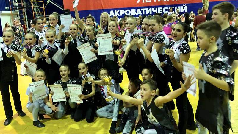 Шахтинцы завоевали 12 медалей на Кубке Ростовской области по акробатическому рок-н-роллу
