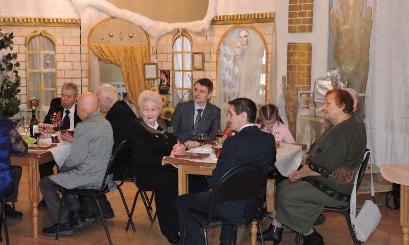 Глава администрации г. Шахты  поздравил ветеранов с Новым годом
