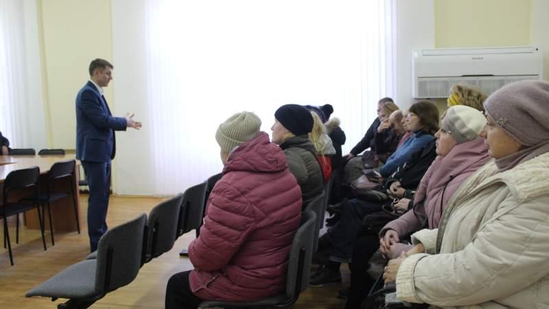 Глава администрации встретился с жителями улицы Хабарова