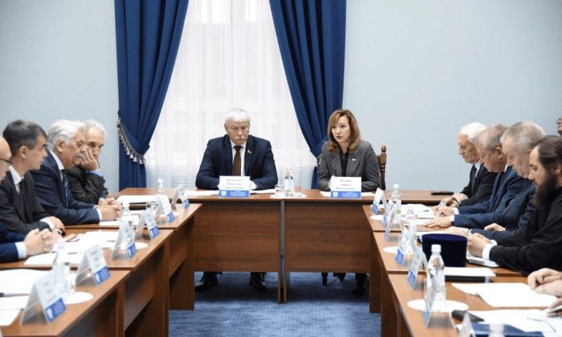 На заседании круглого стола подняли вопросы развития системы непрерывного казачьего образования в Ростовской области