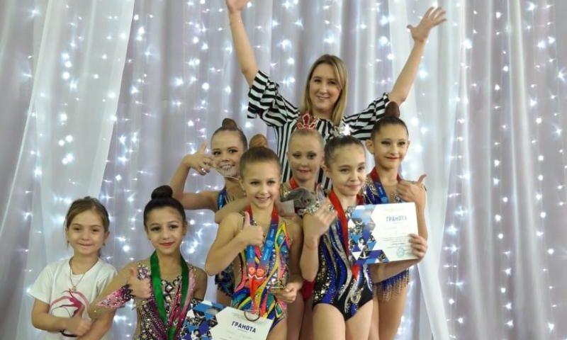 Шахтинки завоевали 13 медалей на Открытом первенстве по художественной гимнастике в Георгиевске