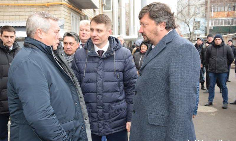 Губернатор Ростовской области проконтролировал качество ремонта квартир в доме на улице Хабарова г.Шахты