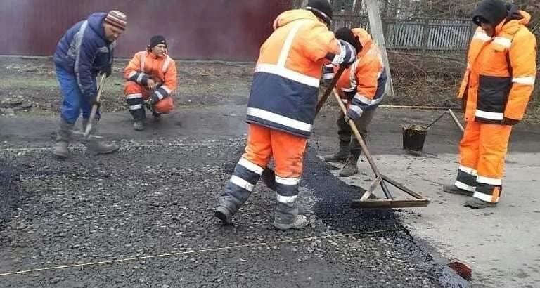 Начались работы по укладке дорожного покрытия на улице Левитана г.Шахты
