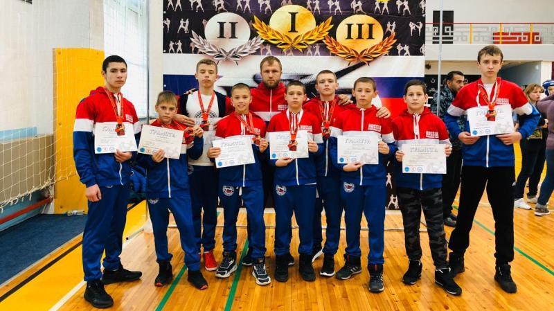 Шахтинцы завоевали девять медалей на соревнованиях по кикбоксингу