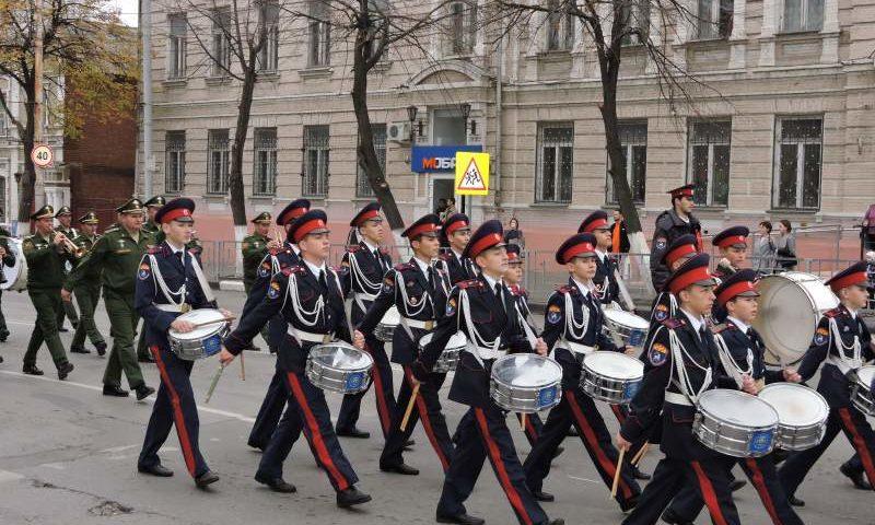Директор Шахтинского кадетского корпуса Виталий Бобыльченко  поделился  опытом развития системы непрерывного казачьего образования