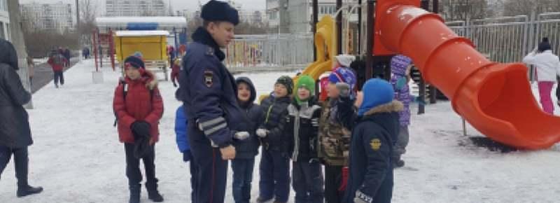 ГАИ Ростовской области призывает родителей уделить особое внимание безопасности детей во время новогодних каникул