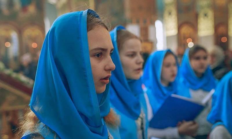 Более ста детей стали участниками литургии в Покровском кафедральном соборе г.Шахты