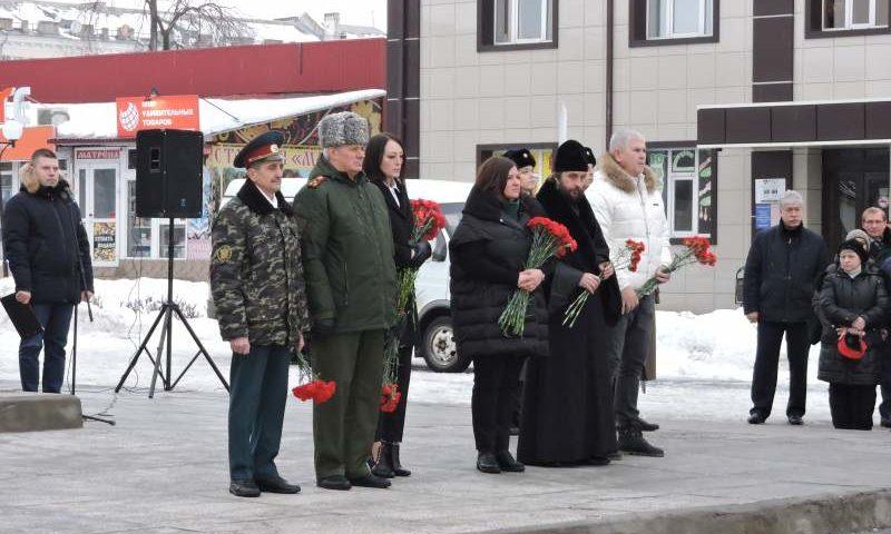 На  площади 40-летия Победы прошел митинг, посвященный 31-ой годовщине вывода советских войск из Афганистана