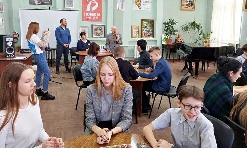 В библиотеке имени Пушкина г. Шахты прошла презентация настольной военно-исторической игры «Победа»