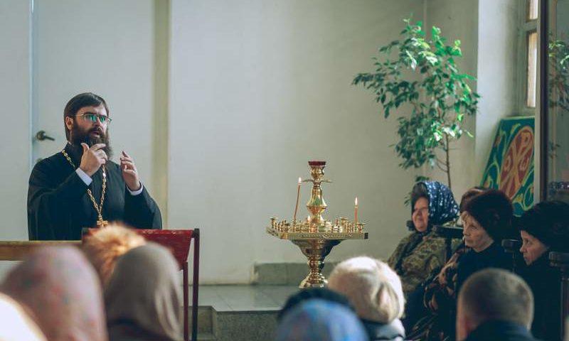 Беседа с прихожанами о таинственном духовном смысле Литургии прошла в Покровском соборе г. Шахты