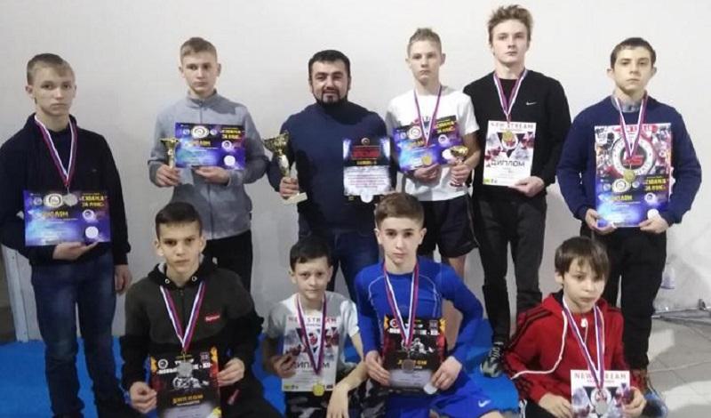 Десять шахтинских спортсменов стали победителями турнира по смешанным единоборствам