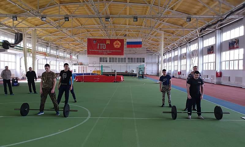 Шахтинские полицейские приняли участие в турнире по многоборью «Кроссфит»