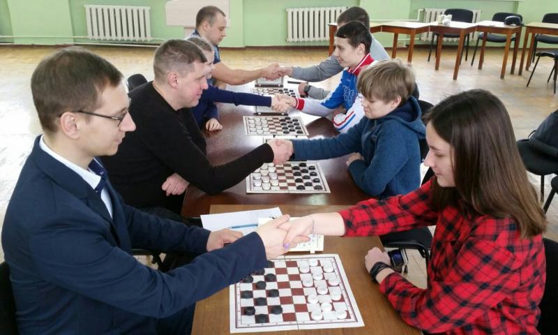 В турнире по русским шашкам в г.Шахты приняли участие 70 человек