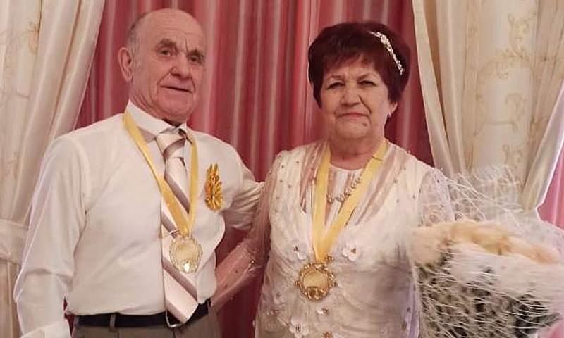 Шахтинцы Николай и Татьяна Жиленковы отметили золотую свадьбу