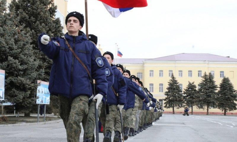 Под барабанную дробь шахтинских кадет атаман Войска Донского готовит роту к параду Победы