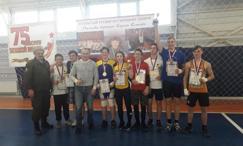 Шахтинская команда гиревиков на областном турнире заняла второе место