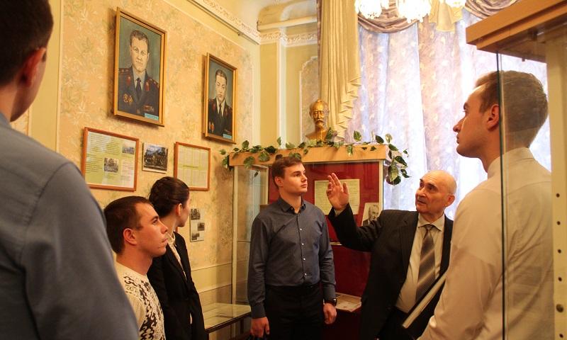 Молодые полицейские побывали на экскурсии в музее истории УМВД России по г.Шахты
