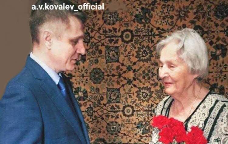 Глава администрации города Шахты  посетил на дому ветеранов Великой Отечественной войны