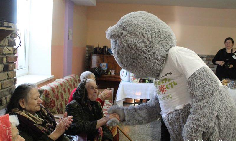 В Шахтинском пансионате для престарелых прошел День красоты