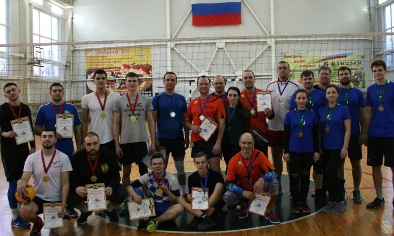 В Шахтах прошли соревнования по волейболу