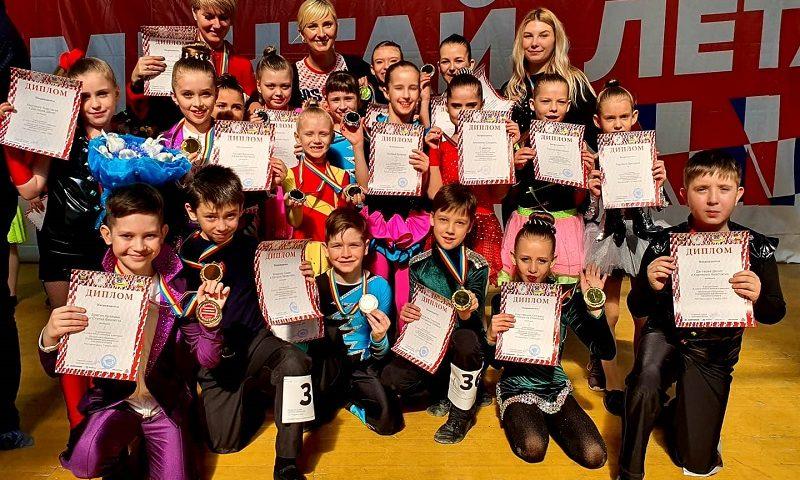 24 медали завоевали шахтинские рок-н-ролльщики на областных соревнованиях