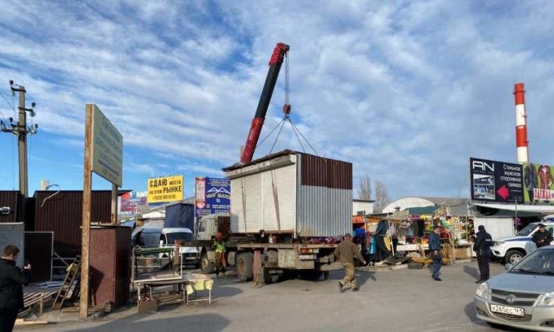 В Ростове начали расчищать от незаконных НТО район рынка «Темерник»