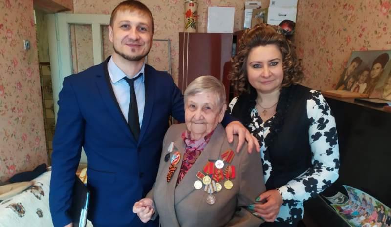 Шахтинским ветеранам вручили юбилейные медали