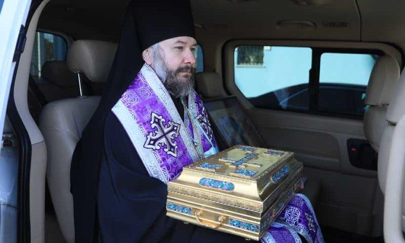 Епископ Шахтинский и Миллеровский объехал город Шахты со святынями Покровского кафедрального собора