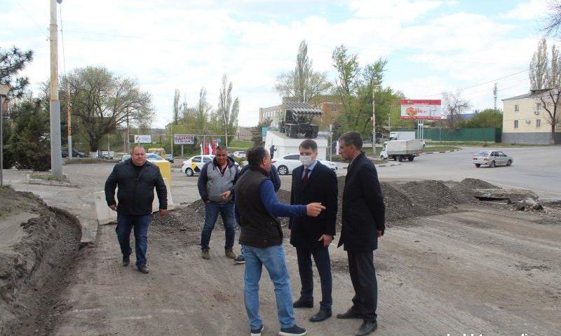 Глава администрации г.Шахты проверил ход ремонта дорог