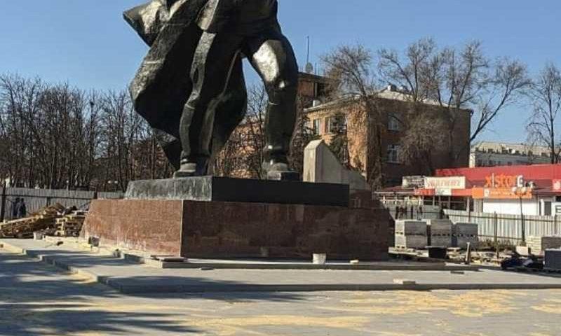 В городе Шахты площадь 40-летия Победы на 80% уже покрыта плиткой