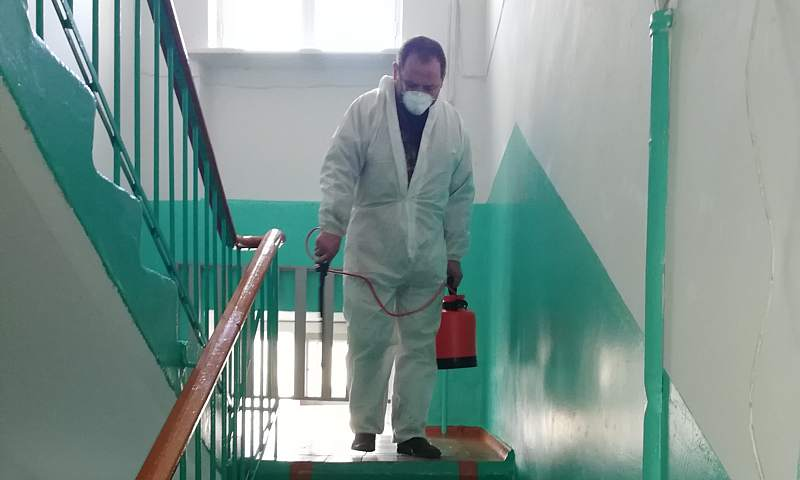 В Шахтах продолжается санитарная обработка мест общего пользования