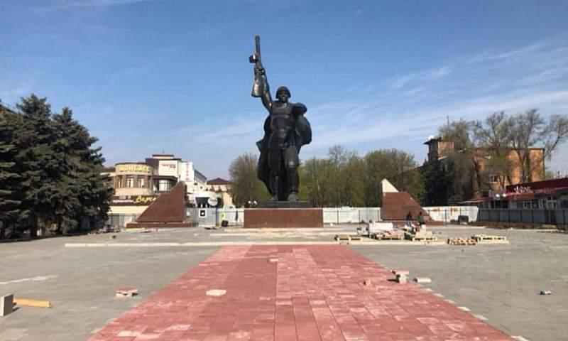 Продолжается реконструкция площади 40-летия Победы в  г. Шахты
