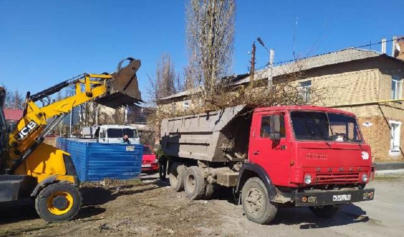 На территории Неждановского отдела г. Шахты продолжаются работы по уборке территории