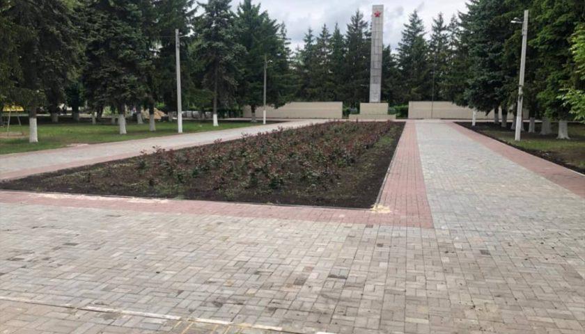 В Шахтах ведется ремонт площади Славы