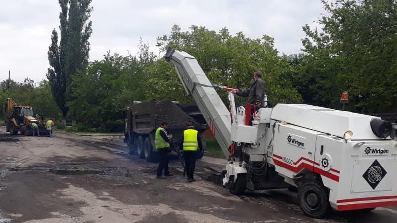 В Шахтах продолжается ямочный ремонт и отсыпка улиц