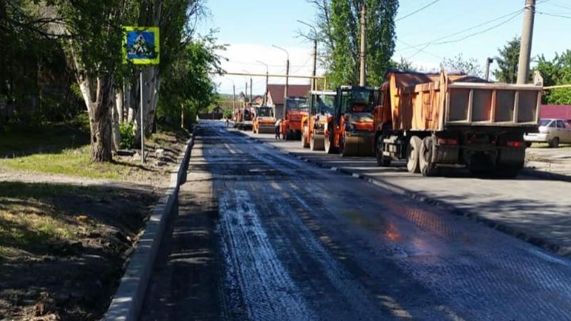 В Шахтах продолжаются ремонтные работы дорог города