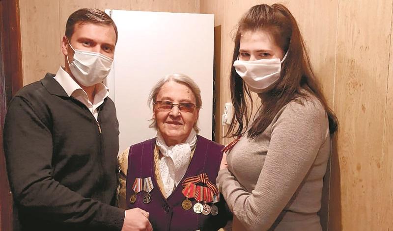 Шахтинские ветераны приняли поздравления с Великой Победой