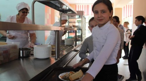 100% младших школьников на Дону получат бесплатное горячее питание