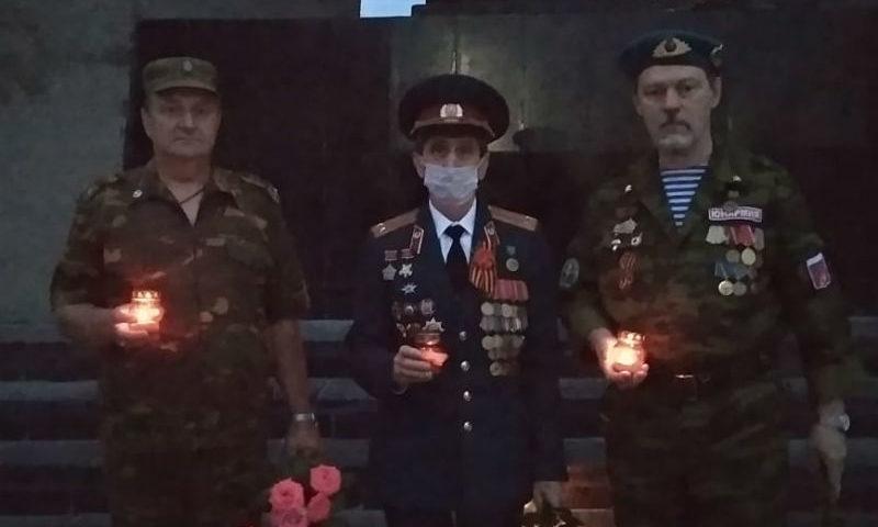 В городе Шахты зажгли свечи в День памяти и скорби