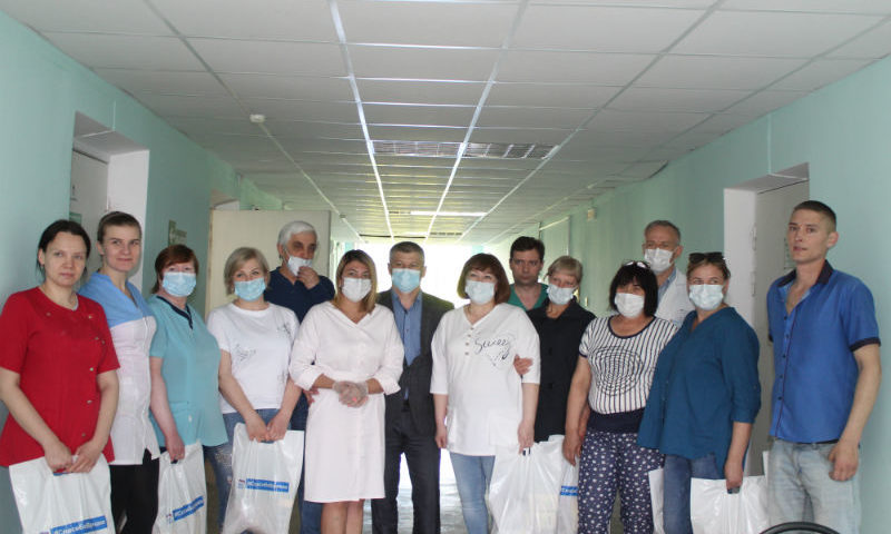 Медикам ковидного госпиталя города Шахты вручены чайные наборы