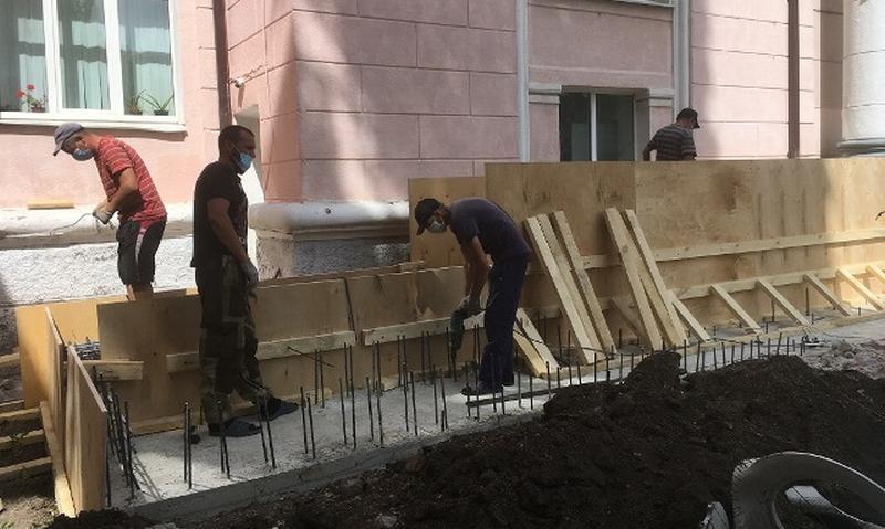 Во Дворце спорта г.Шахты идет ремонт