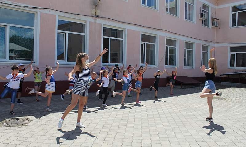 В г.Шахты 2125 детей посещают пришкольные лагеря (МНОГО ФОТО)