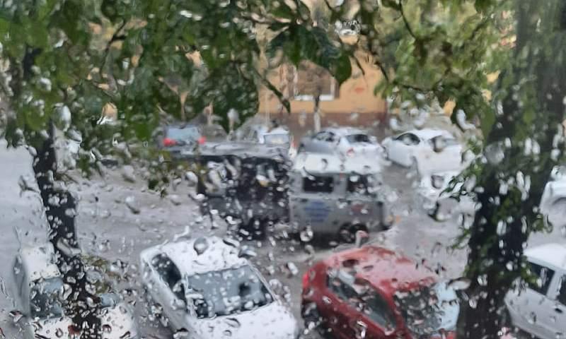 Штормовое предупреждение!!! В Шахтах ожидается ливень с грозой и шквалистым ветром до 25 метров