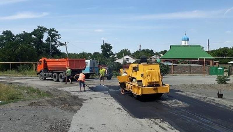 В Шахтах продолжается ремонт дорог