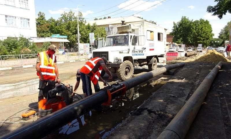 На улице Шевченко в г.Шахты идет замена водовода