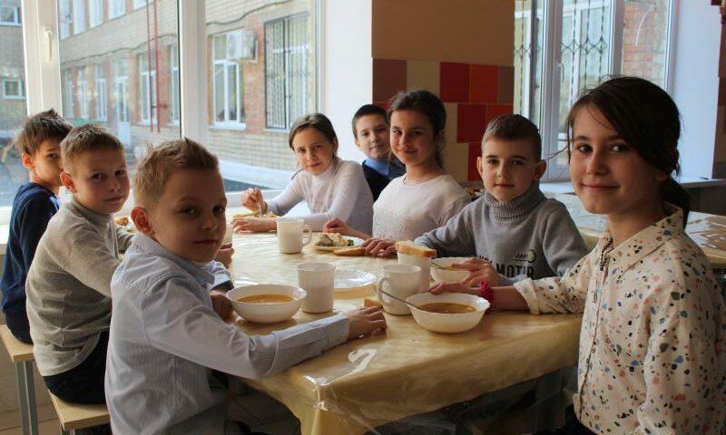 В Ростовской области младшие школьники получат горячее питание с 1 сентября