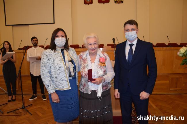 Шахтинцы удостоены высоких наград (МНОГО ФОТО и ВИДЕО церемонии)