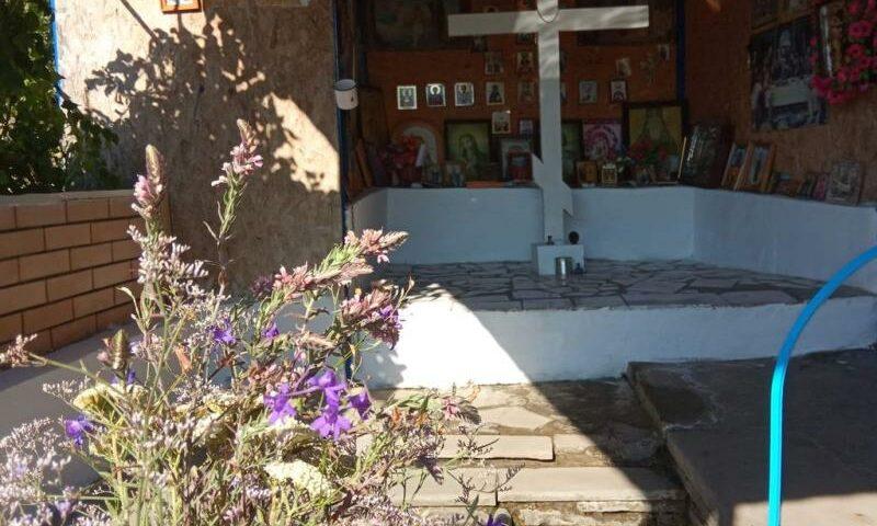 Молодежный совет епархии и волонтеры облагородили источник Святой Троицы