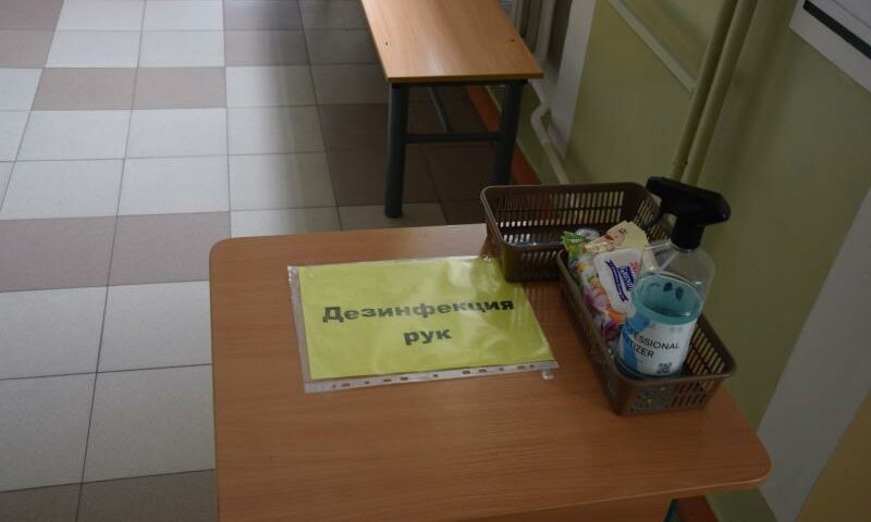 В Ростовской области школам для обеспечения защитными и дезинфицирующими средствами направлено  403 миллиона  рублей