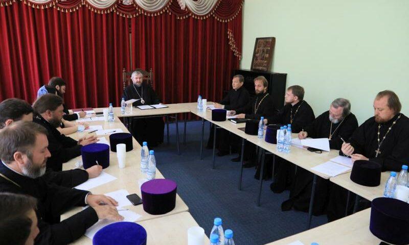 На Епархиальном совете обсудили проведение фотоконкурса, фестиваля «Свежий ветер»